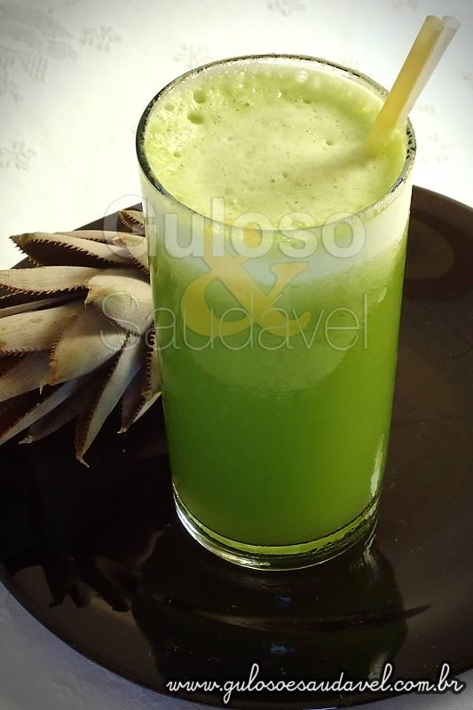 suco_abacaxi_couve_agua_coco