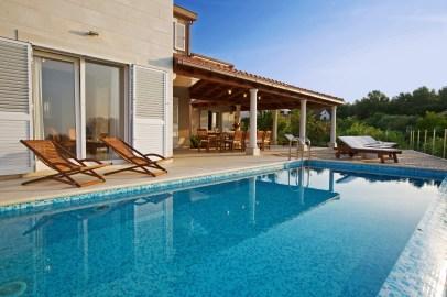 Luxury villa with infinity pool
