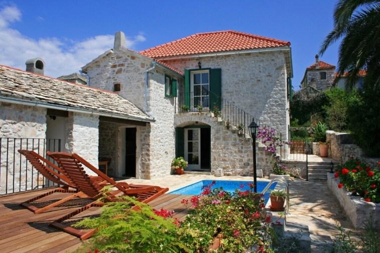 Villa Maruka - 3 bedroom villa for rent with pool, on Brac island in Croatia