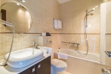 Bathroom 6, en suite