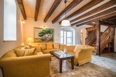 Cozy living room in Villa Maruka