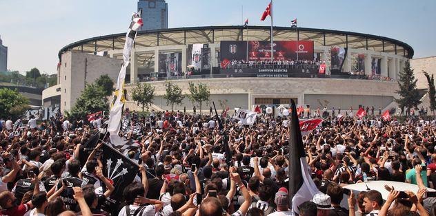 Cenk Tosun'un önderliğinde kutlamalara devam ederken