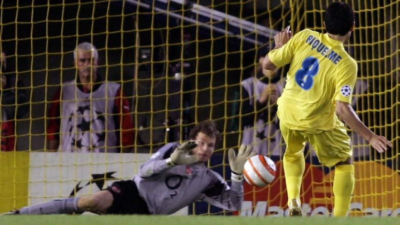 Lehmann saves Riquelme penalty