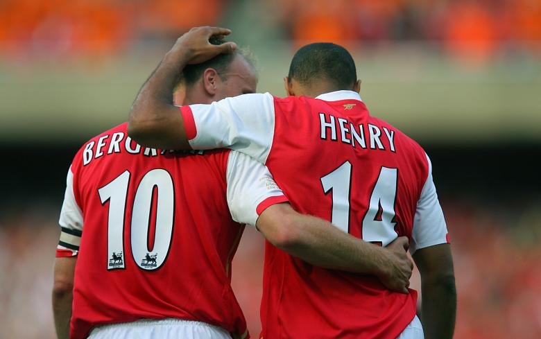 "LONDON, UNITED KINGDOM: Thierry Henry (R) of Arsenal celebrates scoring against Ajax with teammate Dennis Bergkamp during a pre season ""Dennis Bergkamp"" testimonial match at Emirates stadium in north London, 22 July 2006. The match played in honour of Arsenal's Dutch player Dennis Bergkamp who has served the club for 11 years and will retire after the game is the first match played at the club's new stadium. AFP PHOTO / ODD ANDERSEN (Photo credit should read ODD ANDERSEN/AFP/Getty Images)"