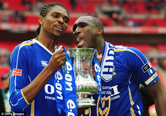 Kanu and Sol Campbell with the FA Cup