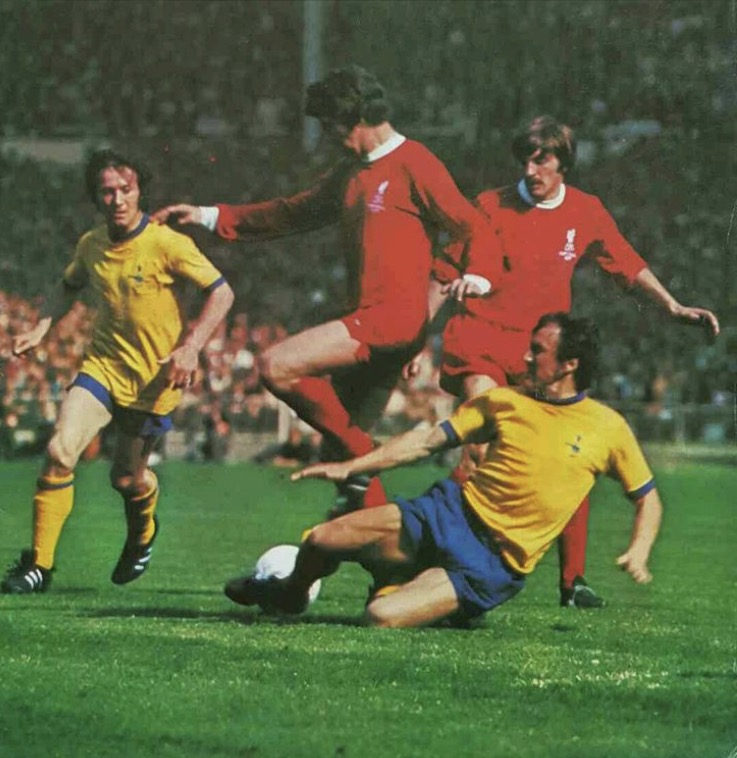 Bob battles for possession in the 1971 Cup Final with Geordie backing him up