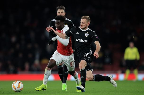 Bukayo Saka causing problems for Qarabag (Photo by Marc Atkins/Getty Images)
