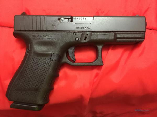 Glock 19, Gen 4 with 3 15 round magazines for sale