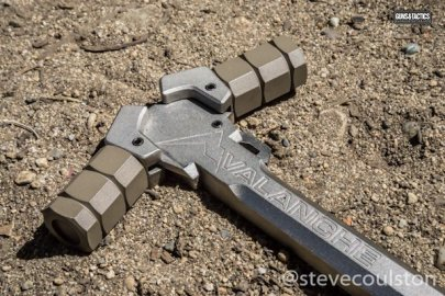 Avalanche charging handle on dirt