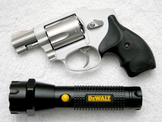 DeWalt 3AAA Flashlight Review