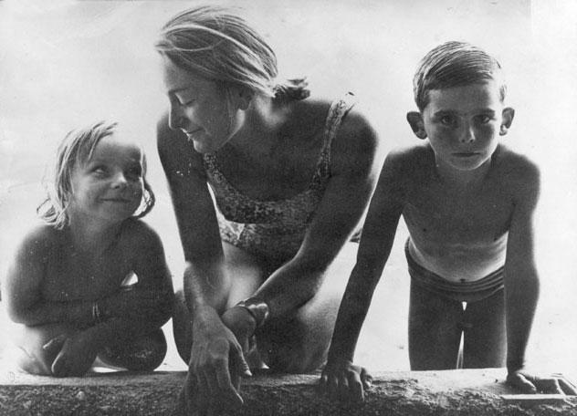 Rosa-con sus-hijos-Eduard-y-Anna-1960