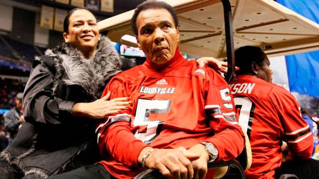 Últimas-apariciones-de-Alí-marzo-de-2013-en-la-Pelea-Mohamed-Alí-de-Celebridades-XIX-en-el-Centro-JW-Marriot-en-Phoenix,-Arizona