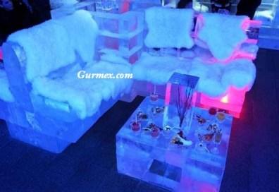 Dubai'de bulunan Ice Lounge restoranda, sandalyeler, masalar hatta bardaklar bile buzdan yapılmış.