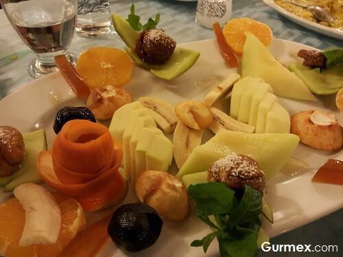 Bozcaadada Ahtapot Nerede Yenir,Boruzan Restaurant meyve salatası