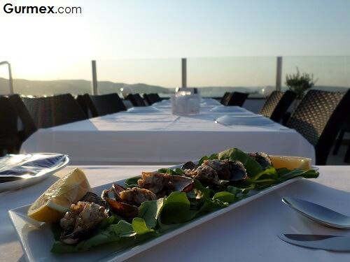 Yalova Restaurant,Çanakkale merkez deniz mahsulleri midye dolma nerede yenir