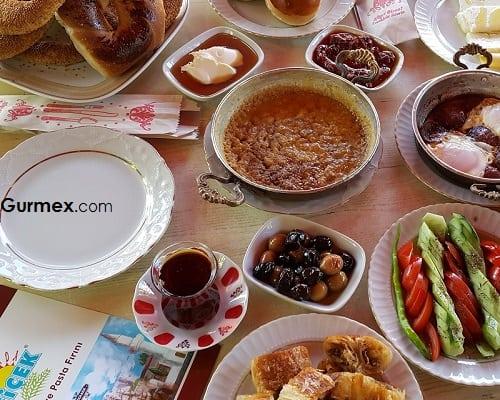 Bozcaada'da yeme içme mekanları