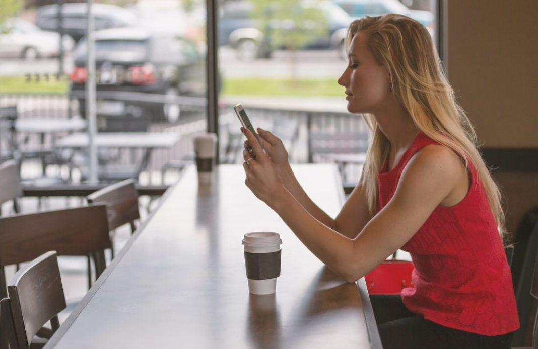 smarphone-app-gratis-woman