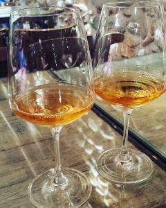 Bicchieri con vino dolce