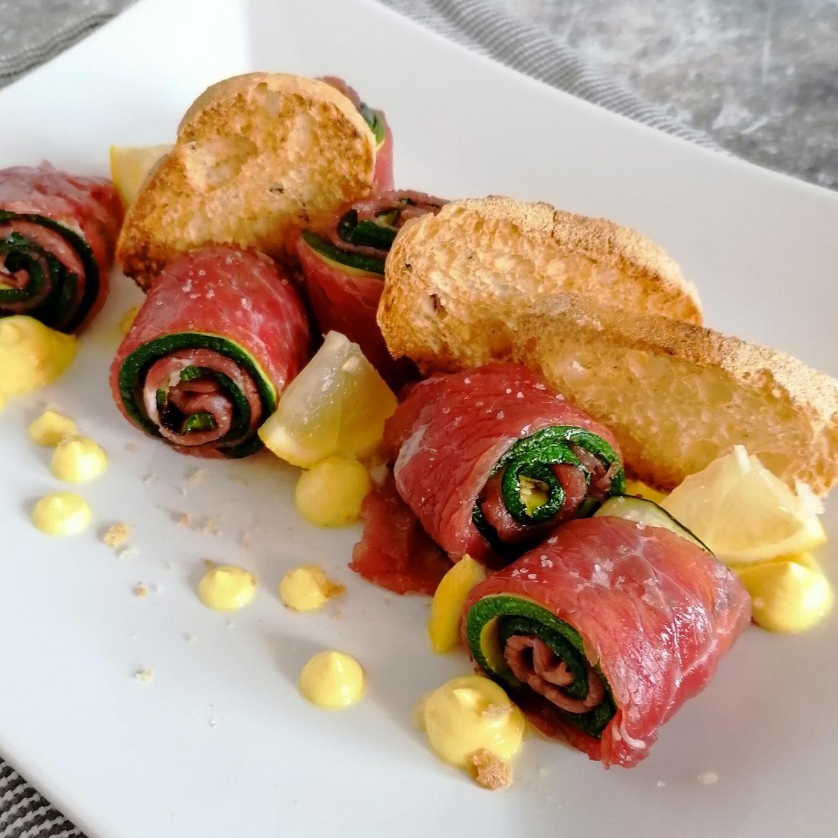 Involtini di carne salada del trentino