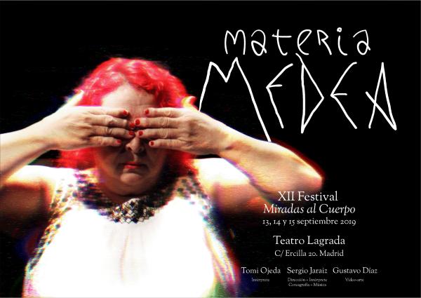 Cartel teaser con la información completa de la obra con la foto de Medea distorsionada y en claroscuro, mujer pelirroja, tapándose los ojos. El título y textos está superpuesto en blanco