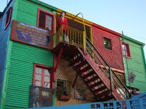 Conventillo colorido de la calle Caminito