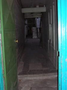 Zaguán de un conventillo en el barrio de La Boca