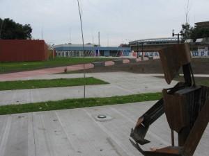 Avellaneda-Plaza de la Integracion-Esculturas Peligrosas 5