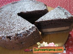 Torta magica al cioccolato in guscio di crostata