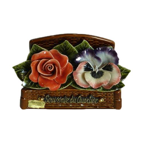Plaques funéraires en céramique et fleurs en céramique