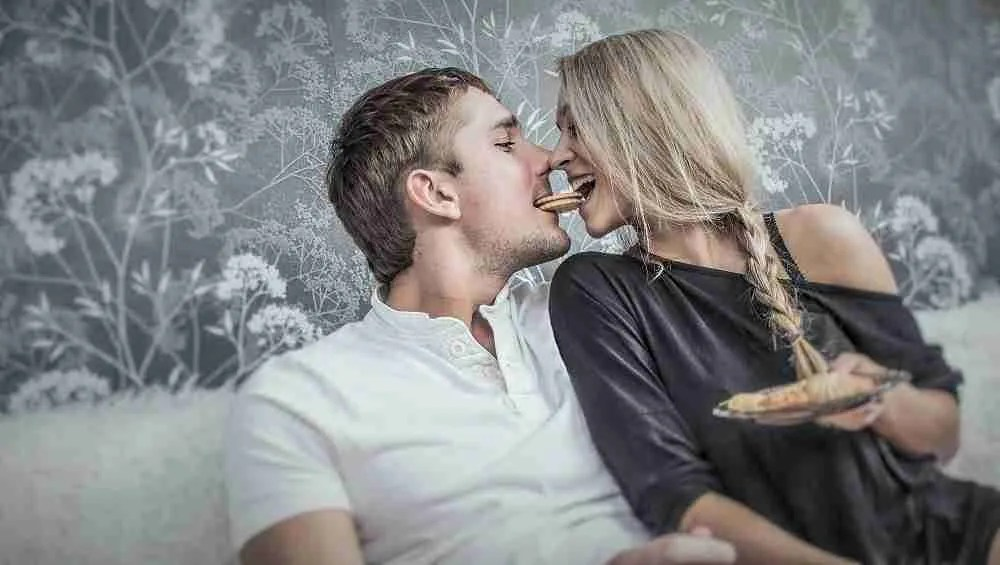 How to get from dating to girlfriend