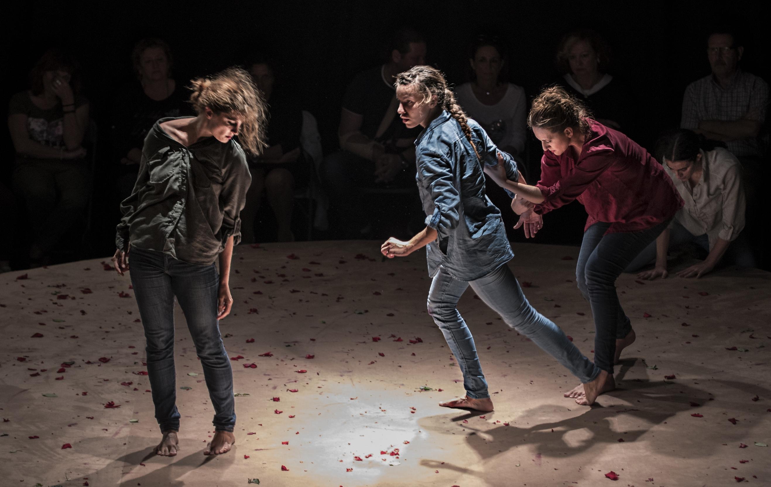 La danza valenciana, protagonista en el inicio de la temporada de primavera