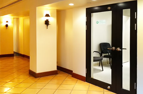 110815-tourist-clinic-2.jpg