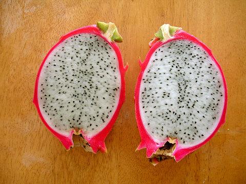 110829-dragonfruits-2.jpg