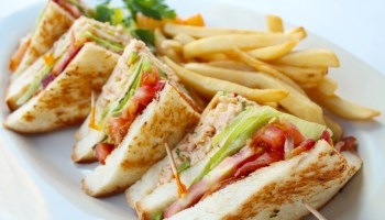 シーフードセンセーションクラブサンドウィッチ(Seafood Sensation Club Sandwich) $16.50 シーグリルの新メニュー