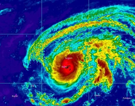 台風7号「ドルフィン」