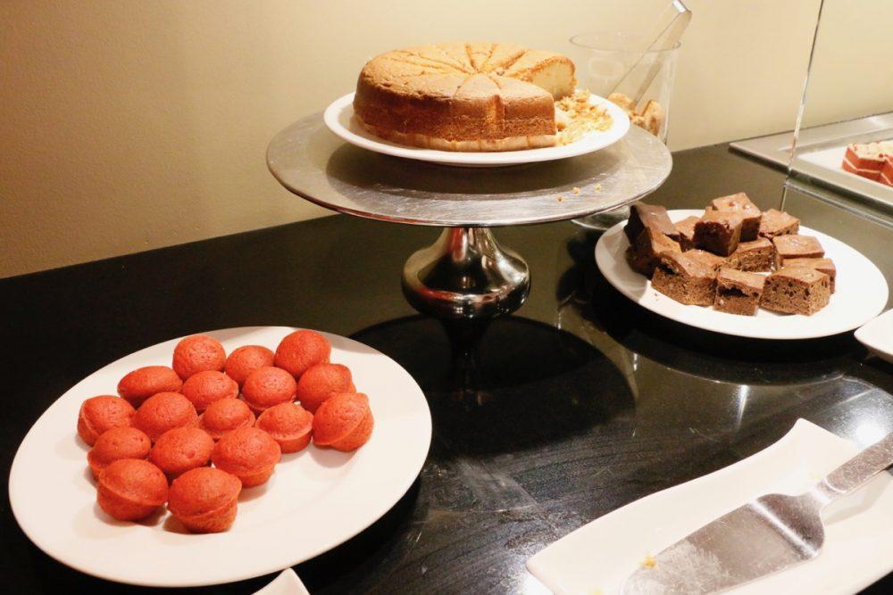デザート オープンキッチンのスーテーキ&グリルハウス『ROOTZ』