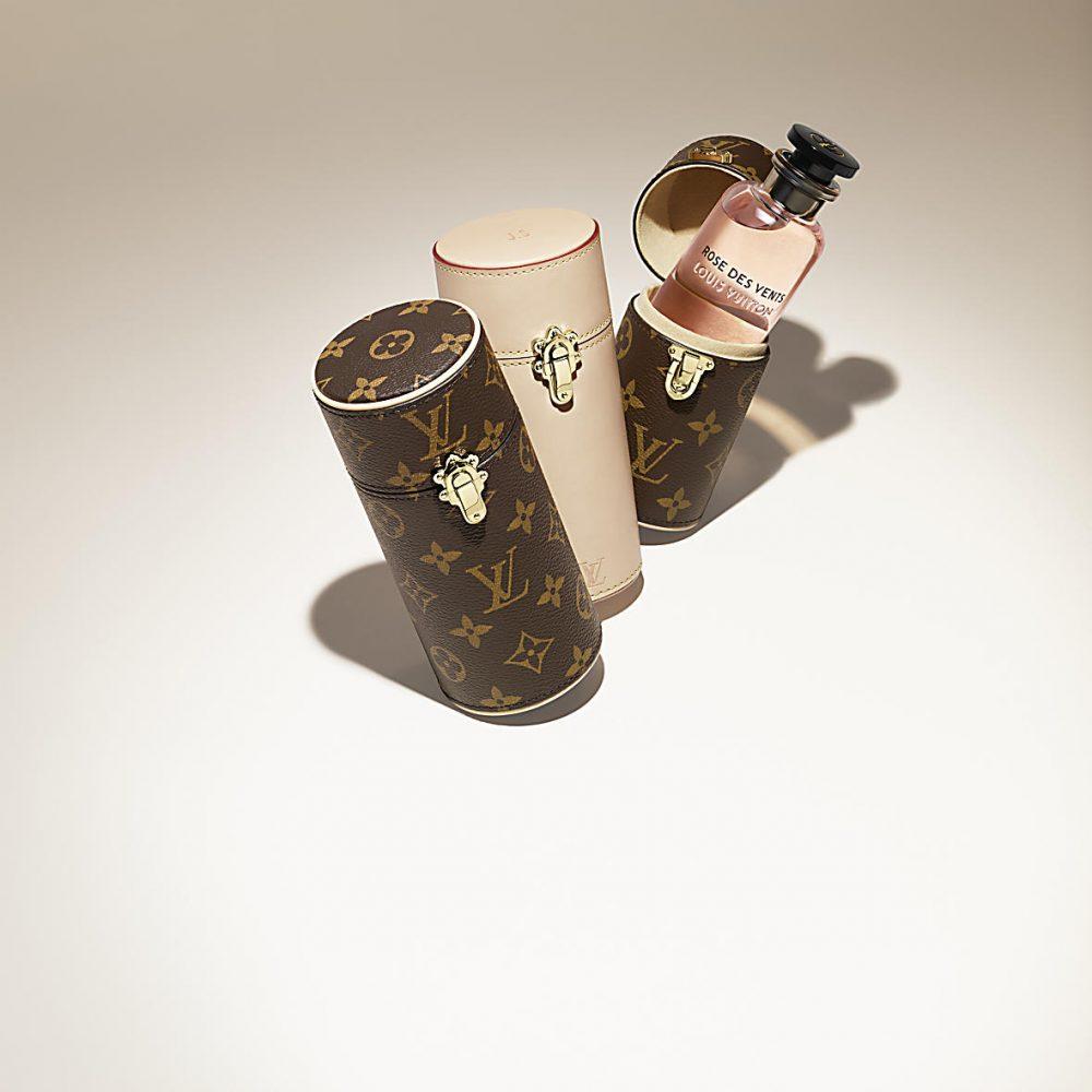 ルイヴィトンの100mL香水用トラベルケース シグニチャーモノグラムキャンバス($420.00)