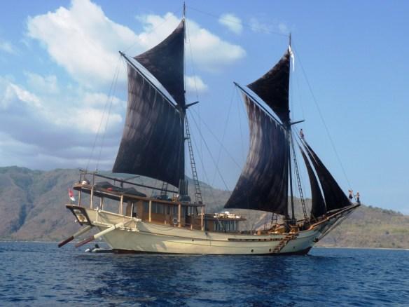 Silolona-Under-Sail