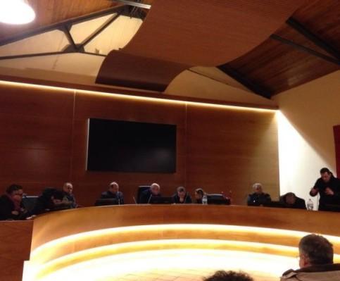 VALLO DELLA LUCANIA - Toni accesi all'ultimo consiglio comunale - Gwendalina.tv