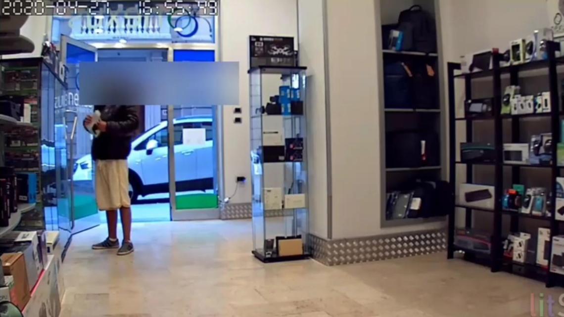 Vallo della Lucania, furto in un negozio del centro - Gwendalina.tv