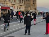 """Centinaia di persone in strada per il primo giorno di """"libertà"""" - Gwendalina.tv"""