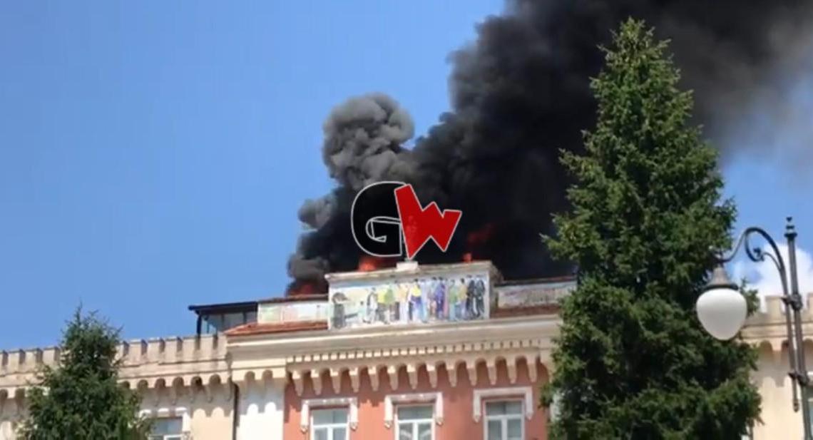 Vallo della Lucania, incendio palazzo vescovile: foto e video - Gwendalina.tv