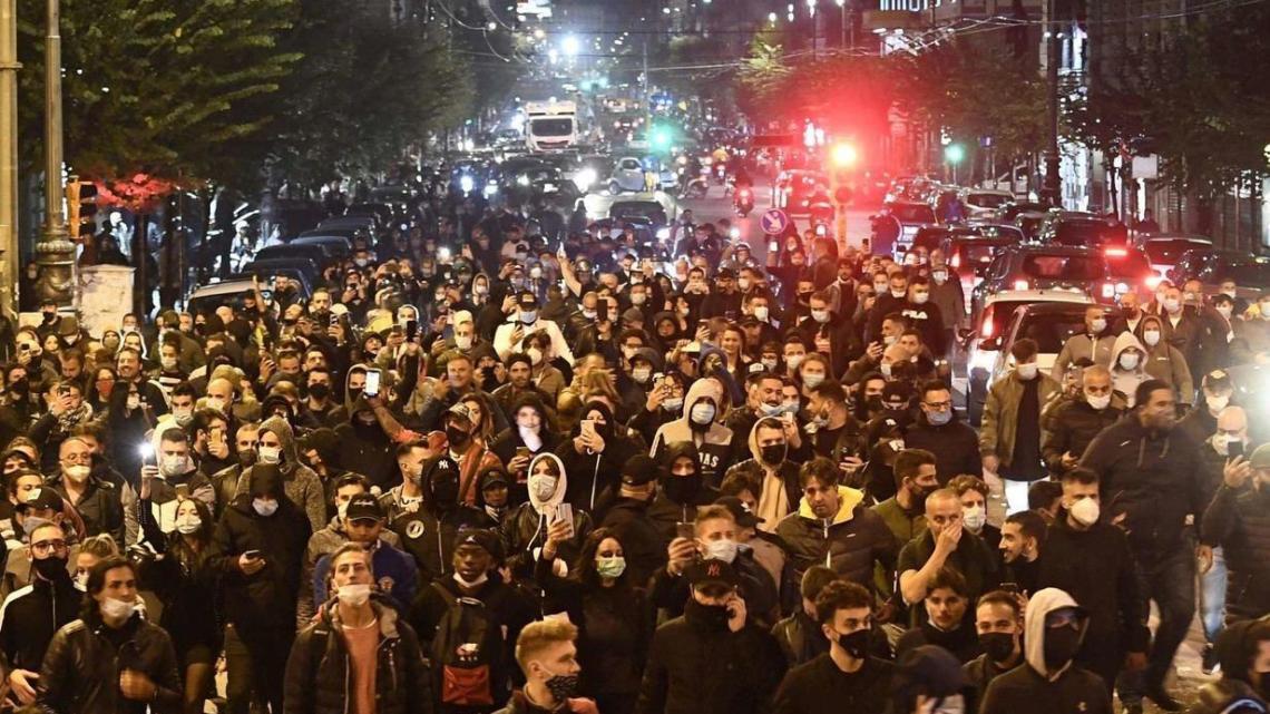 Napoli, notte di follia: gente in strada contro il lockdown, tensione e scontri - Gwendalina.tv