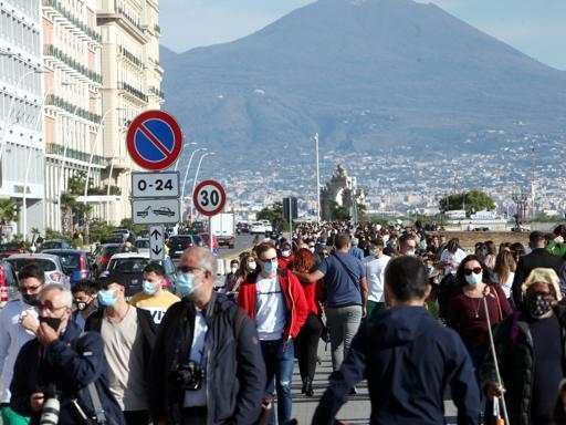 Napoli e Salerno, assembramenti nonostante i divieti - Gwendalina.tv