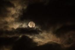 Purifier et recharger les pierres : la lune