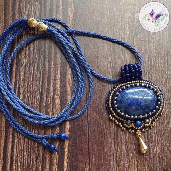 collier brodé chloé lapis lazuli