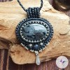 collier brodé chloé en larvikite