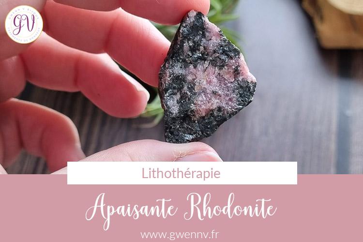 Read more about the article Rhodonite : Pierre d'Apaisement et de Douceur