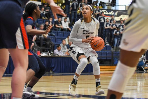 Women's basketball falls to Duquesne in final seconds ...