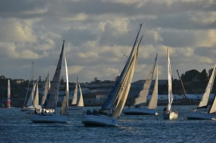 Elan 340 G-whizz Leading a pack through Humbug